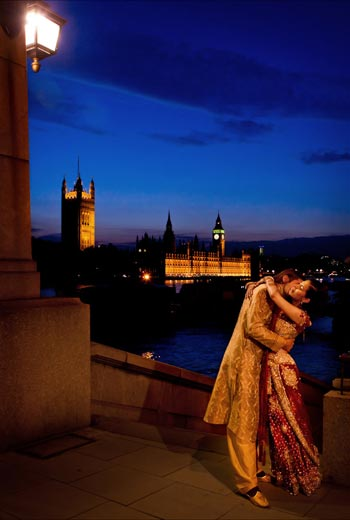 London Bride and Groom on river Thames